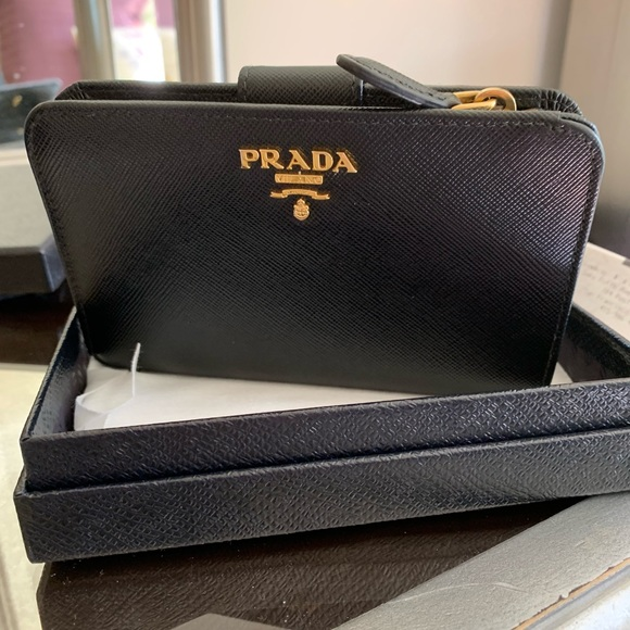 7a0874020b9f40 AUTHENTIC PRADA BIFOLD WALLET LEATHER BLACK 1M1225.  M_5bde0712c6177739aaae2ed7